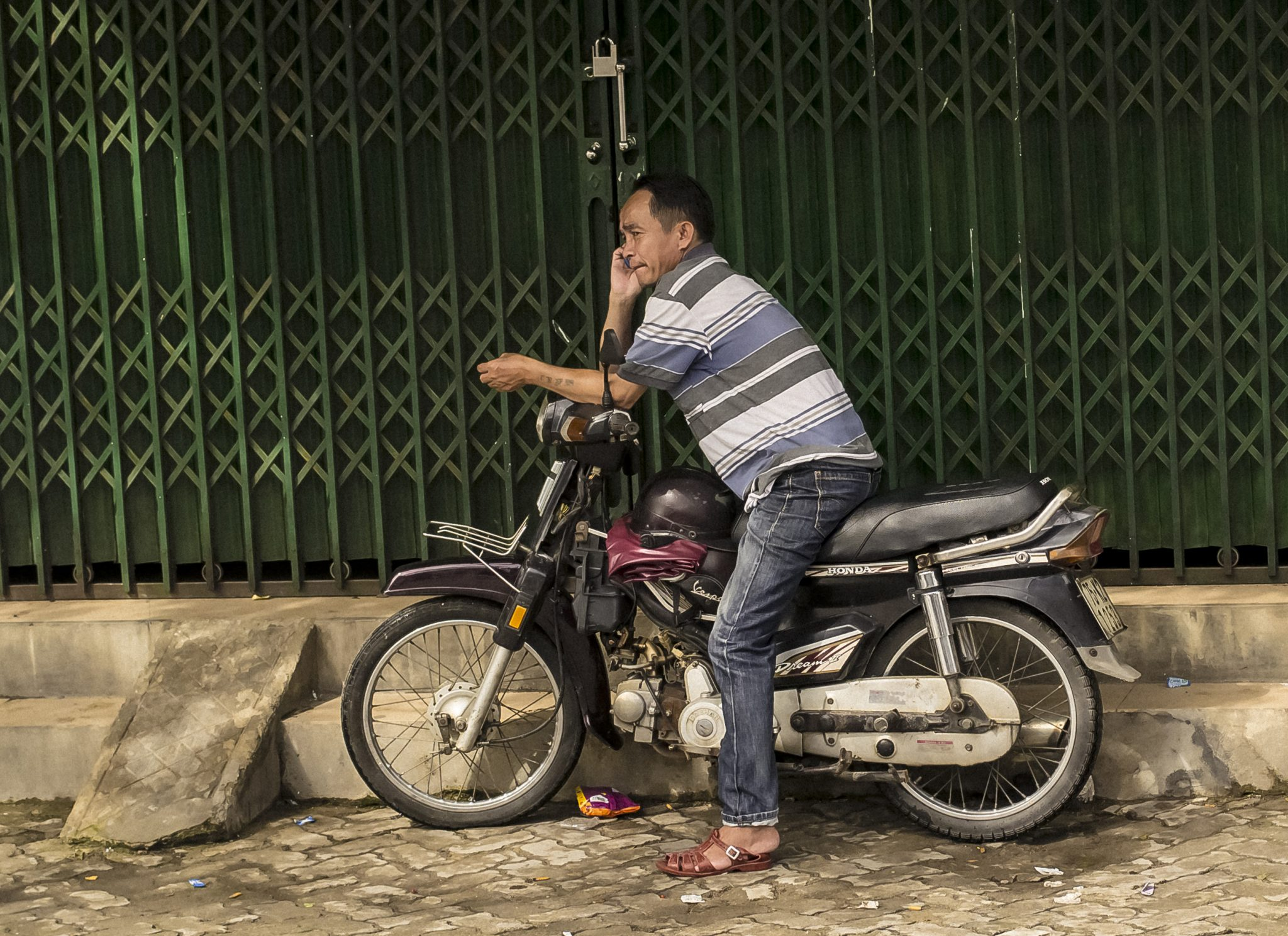 How to understand an American teacher riding a motorbike in Ho Chi Minh City, Vietnam